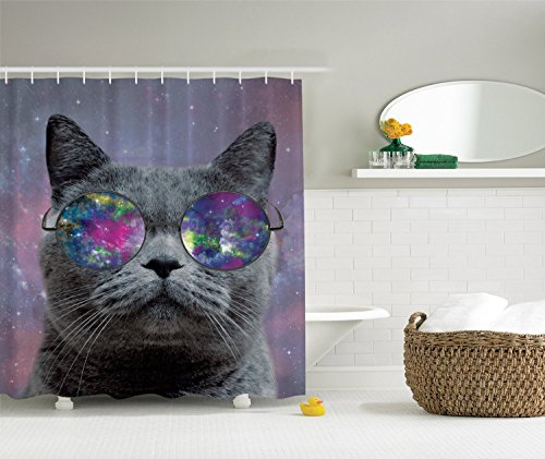 BBFhome Hem Gewichte Vorhang Duschvorhang Cat Dekorationen Galaxy Cat Scottish Fold mit Hipster Gläser Cosmos Art Universe Raum Home Liebhaber Funky Badezimmer Modernes Dekor Design Spezielle Kunstwerk Thema Stoff Spaß Grau Lila